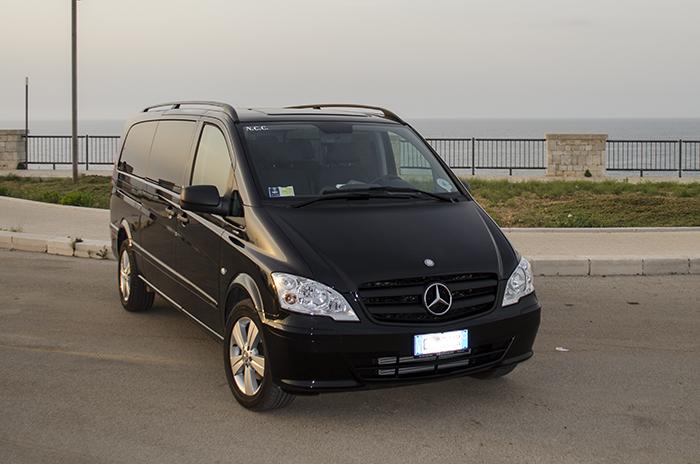 Mercedes Vito World Transfer vista frontale destra
